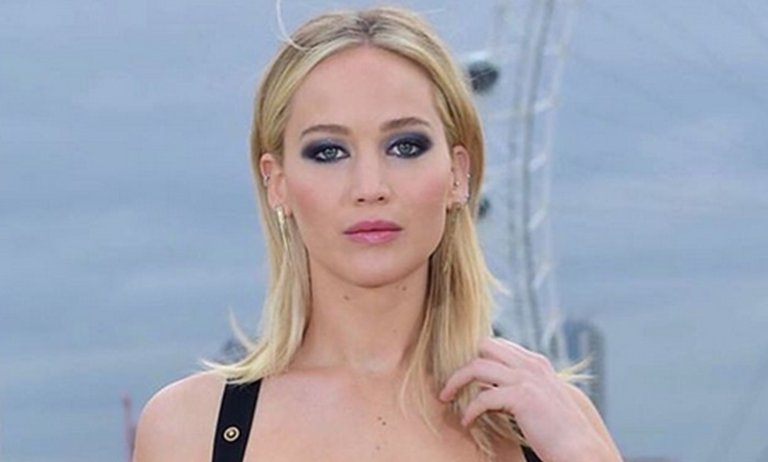 Jennifer Lawrence Stands by Mother! Despite Razzie Nom