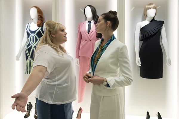 Check Out THE HUSTLE Trailer Starring Anne Hathaway + Rebel Wilson