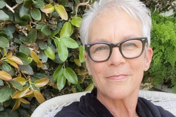 "Jamie Lee Curtis Says 'Halloween Kills' Is ""A Masterpiece"""