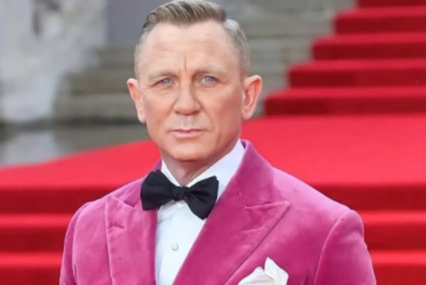 "Daniel Craig Insists 'James Bond' Movies ""Reflect The Times"""